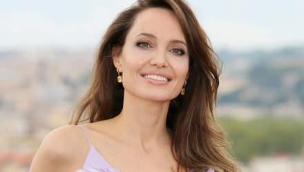 """Анджелина Джоли очаровала нежным образом на премьере """"Малефисента 2"""" в Риме"""