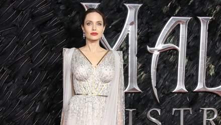 """Роскошь и сияние: Анджелина Джоли в невероятном платье пришла на премьеру """"Малефисенты 2"""""""