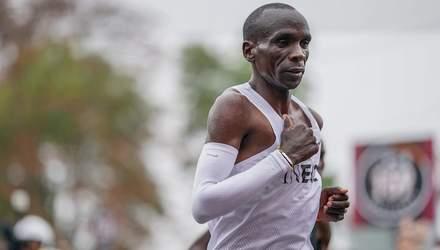 Кіпчоге став першим легкоатлетом в історії, який пробіг марафон менш ніж за 2 години
