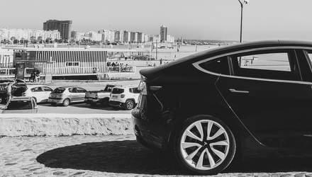 """Электрокары Tesla сами себя """"убивают"""": в чем проблема и как ее решить"""
