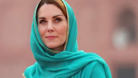 У стилі Діани: Кейт Міддлтон приміряла національний пакистанський одяг для візиту мечеті – фото