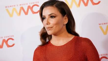 Формы как у Ким: Ева Лонгория ошеломила сексуальным образом в красном платье