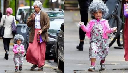 """Фото дня: Бредлі Купер з 2-річною дочкою перетворилися у """"бабцю"""" для святкування Геловіну"""