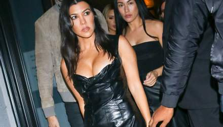 У шкіряній сукні: Кортні Кардашян розбурхала фанів сексапільним виходом у Лос-Анджелесі