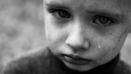 Грозила закапать глаза клеем: в Никополе скандал с воспитательницей