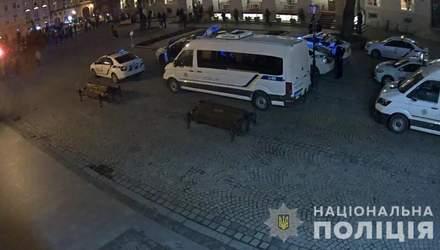 Прямо в центре Львова произошла массовая драка украинских и французских фанатов: видео