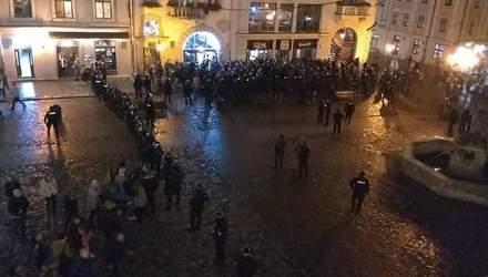 Українські та французькі вболівальники вдруге за день побилися в центрі Львова: фото та відео