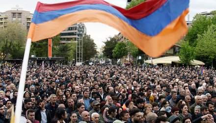 Мовний скандал: у Вірменії студенти почали сидячий страйк проти міністра освіти – відео