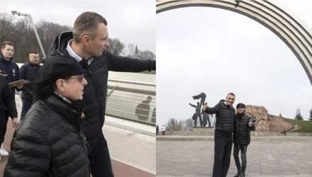 Лидер Scorpions Клаус Майне прогулялся по Киеву и спел с уличным музыкантом: видео