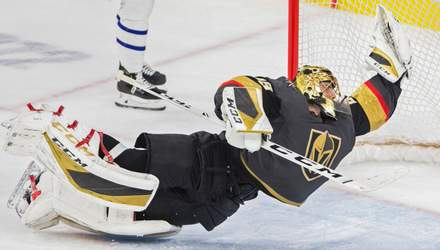 Вратарь в НХЛ совершил фантастическое спасение, отбив шайбу в футбольном стиле: видео