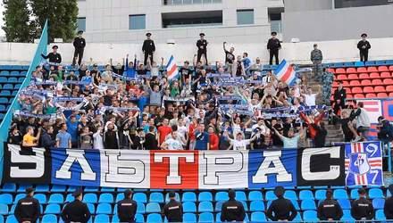 Фанати російського клубу побили футболістів на стадіоні після ганебної поразки: відео