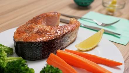 Как приготовить стейк лосося с брокколи и морковью: пошаговый рецепт
