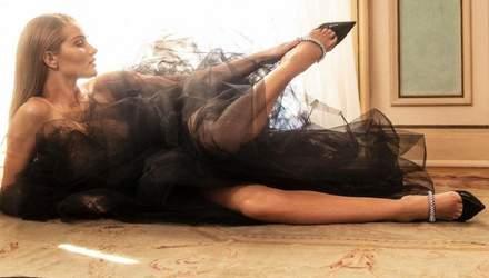 Розі Гантінгтон-Вайтлі знялася у святковому кампейні для Jimmy Choo: фото