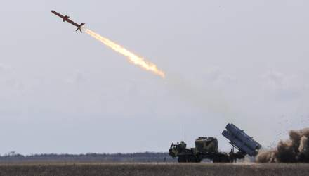 """Техніка війни: Крилата ракета Р-360 """"Нептун"""" пройшла випробування. """"Мотор Січ"""" продають китайцям"""