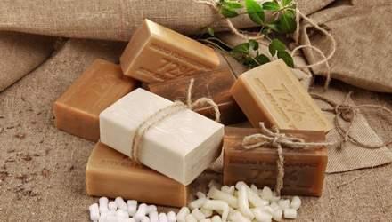 Почему опасно подмываться хозяйственным мылом