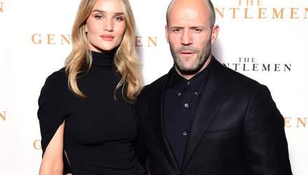 """Рози Хантингтон-Уайтли и Джейсон Стэтхэм посетили премьеру фильма """"Джентельмены"""": фото"""