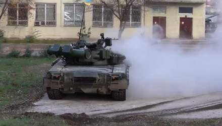 Техніка війни: Вражаючий дрифт танка Т-80БВ. Сучасна техніка для Держприкордонслужби