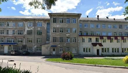 Головний лікар плачевного тубдиспансеру у Тернополі живе у маєтках і отримує 700 тисяч на рік