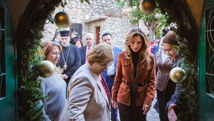 Королева Иордании поздравила мир с Новым годом: какое фото выбрала очаровательная  Рания