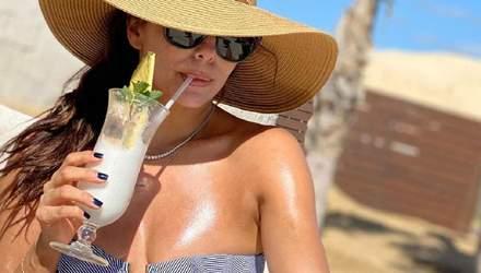 Ева Лонгория поразила фанатов стройной фигурой в белом купальнике: фото