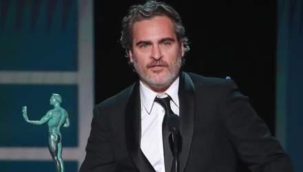 """Хоакин Феникс посвятил победу за """"Джокера"""" на SAG Awards 2020 умершему коллеге Хиту Леджеру"""
