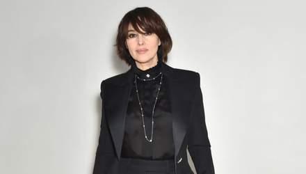 В черном костюме и на каблуках: Моника Беллуччи очаровала выходом в Париже