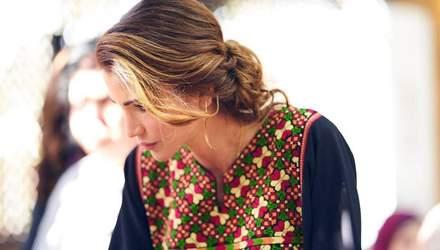 Королева Иордании выбирает платья с вышивкой: эффектный выход Рании
