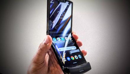 Смартфон Motorola RAZR (2019) разобрали: видео