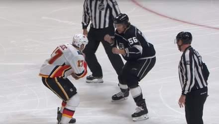 Два 100-кілограмові хокеїсти влаштували бійку під час матчу НХЛ – відео