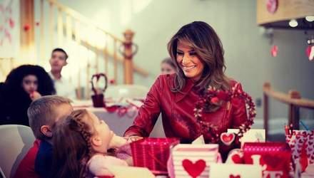 Мелания Трамп показала стильный образ ко Дню влюбленных: фото