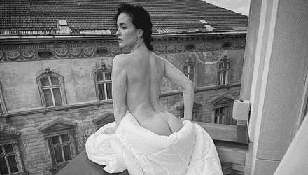Даша Астафьева засветила обнаженные ягодицы на балконе: фото 18+