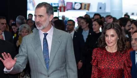 47-річна королева Іспанії більше не соромиться сивини: промовисті фото