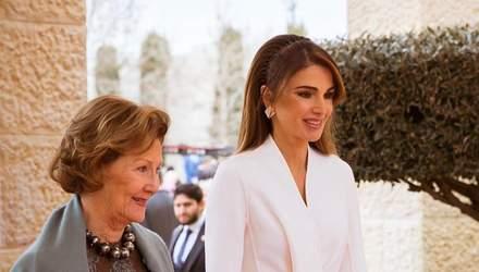 Королева Йорданії приголомшила світ ефектним виходом: фото