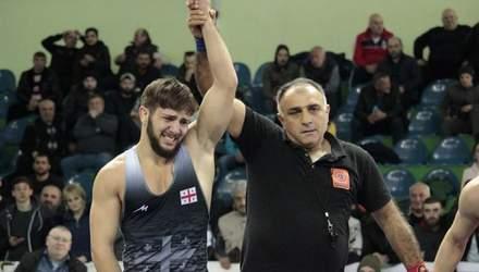Трагедія на чемпіонаті з боротьби: борець присвятив перемогу батьку, який помер на трибуні
