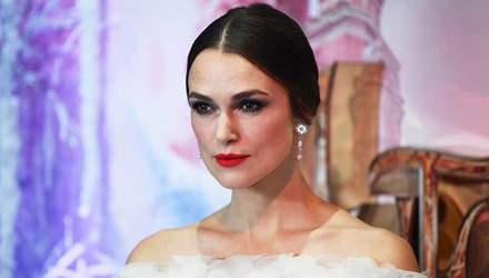 Кира Найтли совершила светский выход в платье от Chanel: фото