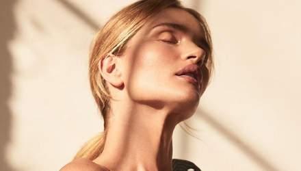 Рози Хантингтон-Уайтли обнажила грудь: соблазнительное фото