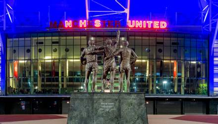"""""""Манчестер Юнайтед"""" подсветил стадион в честь медиков, которые борются с COVID-19: фото"""