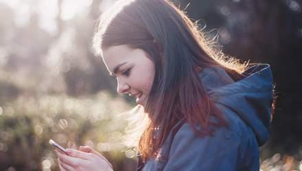 Звичка сидіти в телефоні під час спілкування з людьми – ознака депресії