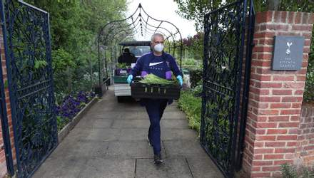 Жозе Моуринью помогает доставлять продукты питания на карантине: фото