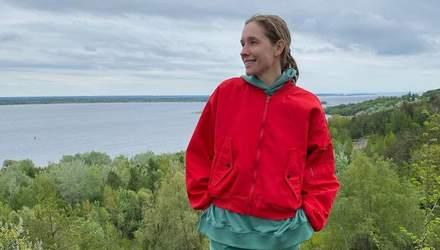 В джинсовых мини-шортах: Катя Осадчая устроила пикник на природе