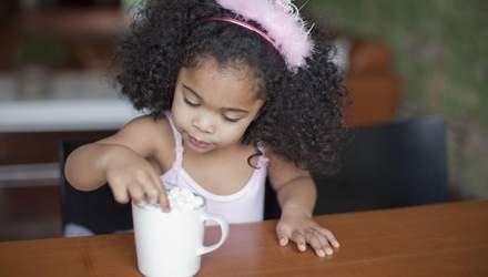 Вызов сладостям: интересный эксперимент, где родители испытывают терпение детей - милые видео