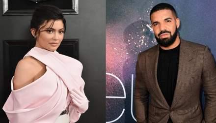 Рэпер Drake оскорбил сестер Кардашян в песне: скандальные детали