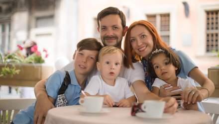 """""""Не вміла пити"""": історія родини, що удочерила ромську дівчинку"""
