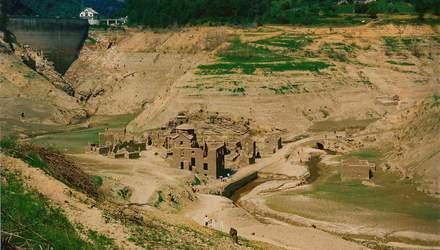 """В Італії хочуть показати туристам 800-річне """"село-привид"""" на дні озера"""