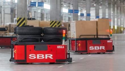 """""""Нова Пошта"""" тестує роботизовані візки для перевезення вантажів – відео"""
