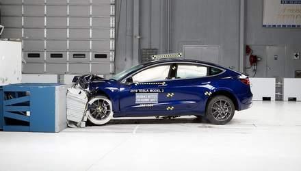 Ужасная авария: Tesla Model 3 отказалась тормозить и взорвалась с водителем в салоне