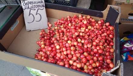 Обвал за обвалом: в Україні стрімко дешевшають ягоди