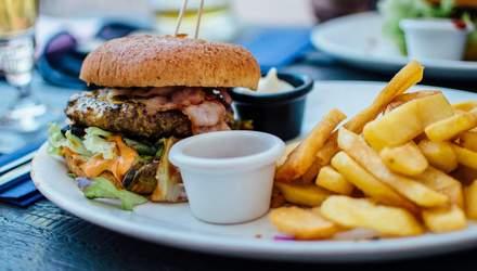 Еда все же влияет на появление прыщей: новое исследование показало, какая именно