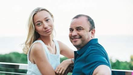 Віктора Павліка засуджують за концерти через хворобу сина: дружина співака відповіла критикам