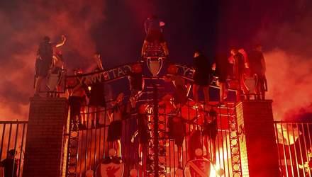 """Феєрверки, тисячі людей на вулиці і сльози Клоппа: як святкують чемпіонство """"Ліверпуля"""" – відео"""